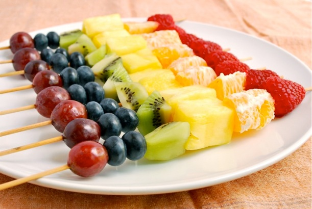 rainbow-fruit-skewers-3